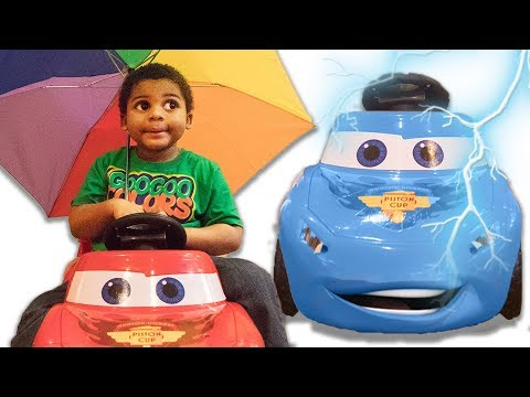 LIGHTNING MCQUEEN CHANGE HIS COLOR LEARN COLORS WITH BALL PIT SHOW AND UMBRELLAS