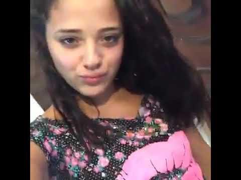 Melony Vitoria faz live mostrando a calcinha