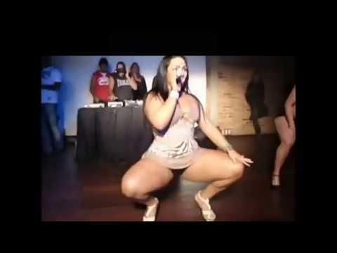 Gostosa dançando funk de calcinha na festa