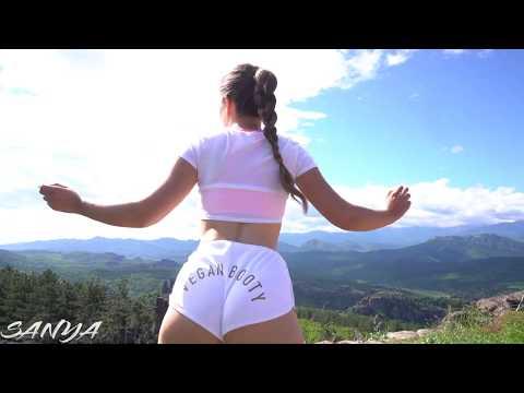 Twerk in White Vegan Booty Shorts With Amazing Views
