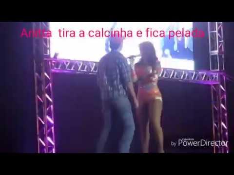 ANITTA FICA NUA EM SHOW